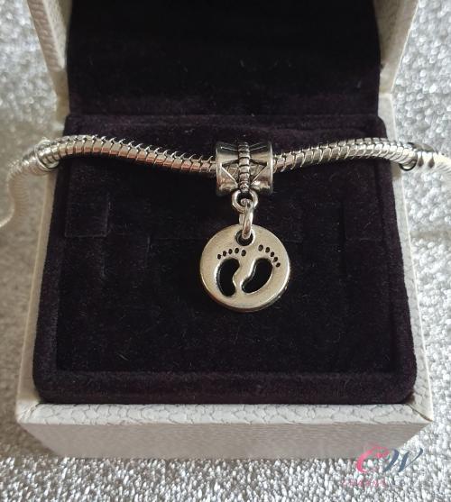 925 Sterling Silver Footprint Foot Prints New Mum Baby Newborn Boy Girl Necklace